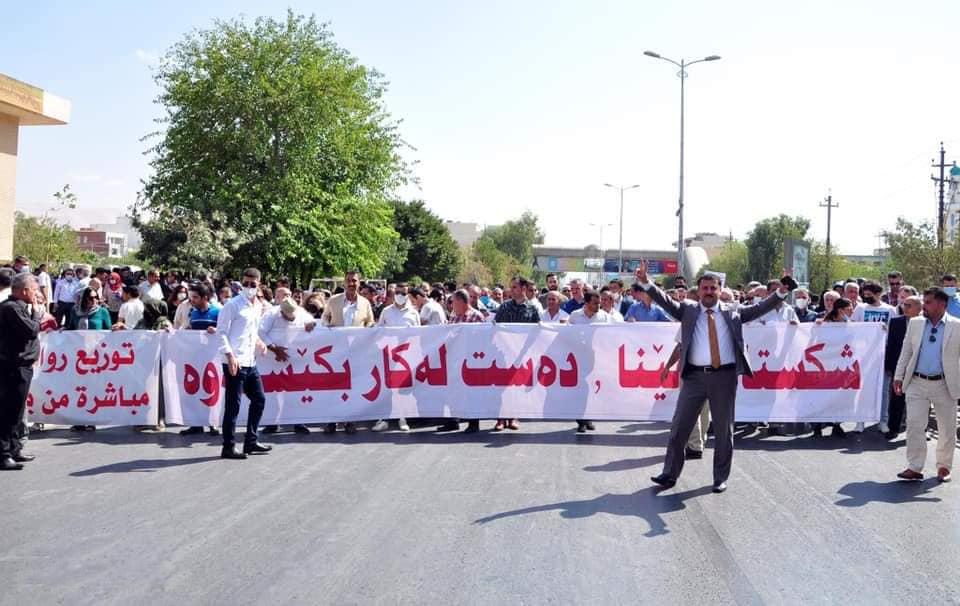 Photo of Salaries Not Paid, Kurdistan teachers threaten mass protests